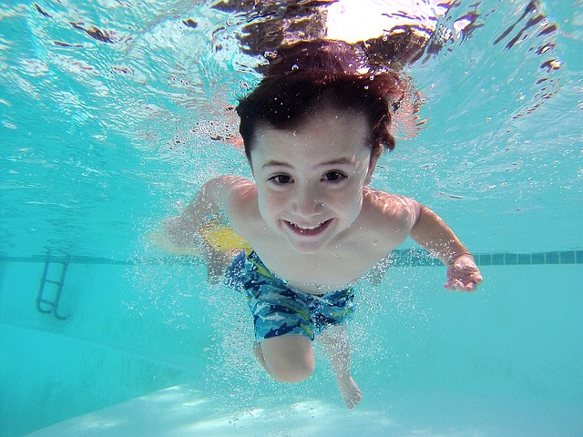 plaváček pod vodou
