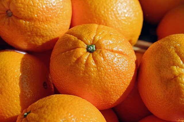 čerstvé pomeranče