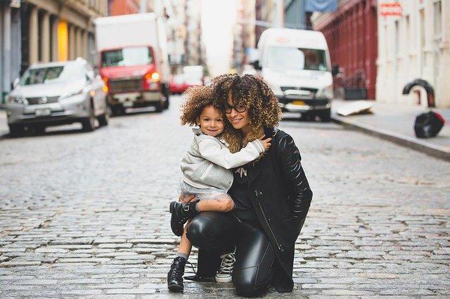 Matka s dcerou, mateřská láska, mateřství.