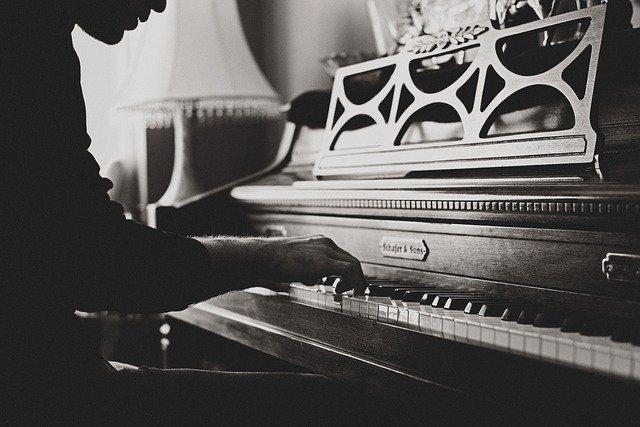 Hráč na klavír.jpg
