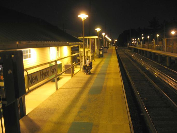 osvětlené nádraží